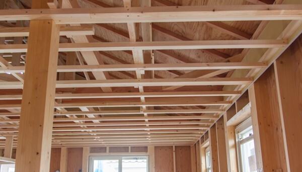 木造在来軸組工法の木工事での野縁の施工