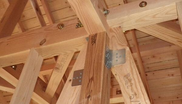 木造在来軸組工法の木工事での筋交い・構造用合板の施工