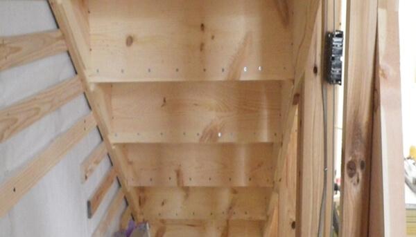 木造在来軸組工法の木工事での内部階段の施工