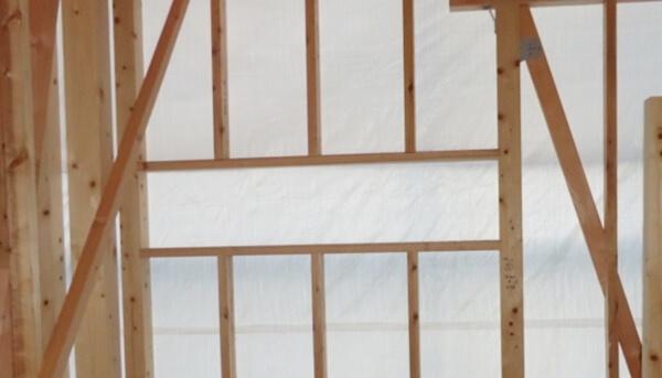 木造在来軸組工法の木工事での間柱・窓台・まぐさの施工