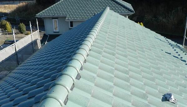 屋根の仕上げ材である瓦の施工