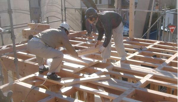 注文住宅ー木造在来工法での建方工事の2階床板施工写真