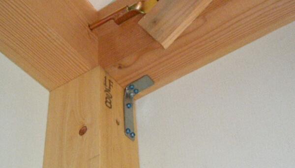 木造在来軸組工法の木工事での構造金物の施工