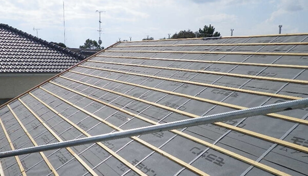 屋根の仕上げ材が瓦の場合に必要な瓦桟の施工