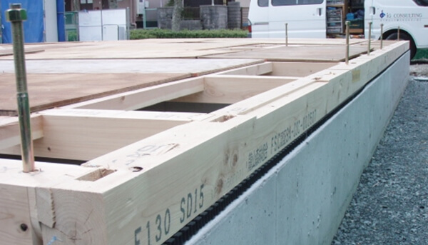 注文住宅ー木造在来工法での建方工事の1階床板施工写真