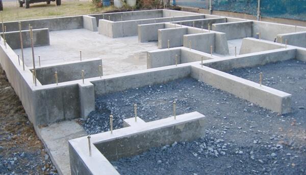 戸建住宅のベタ基礎工事での型枠ばらしの解説