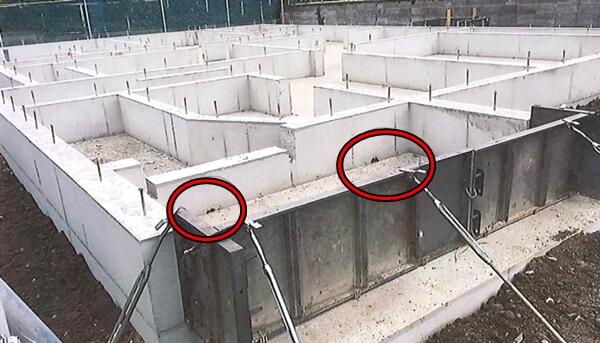 玄関ポーチ部の基礎立ち上がりの水抜き穴
